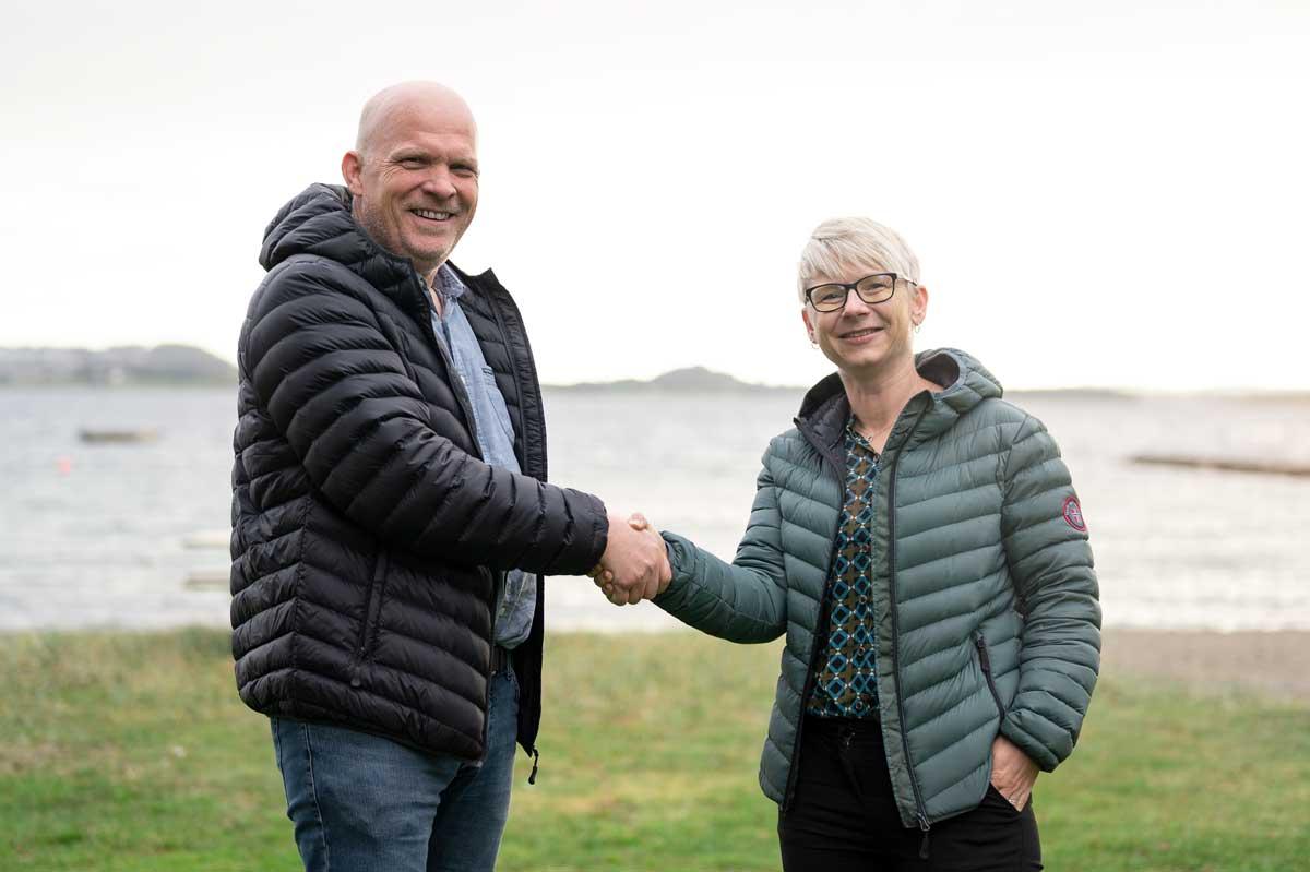 John Erevik, grunder og hovedeier i TF regnskap og daglig leder i Finnøy Økonomi, Siv Flesjå.